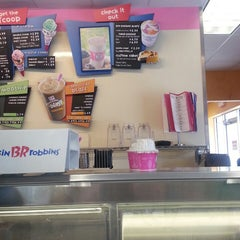 Photo taken at Dunkin Donuts / Baskin Robbins by amanda D. on 5/5/2013