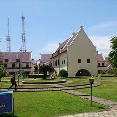 Photo taken at Fort Rotterdam (Benteng Ujung Pandang) by Supriadi on 4/6/2013
