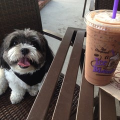 Photo taken at The Coffee Bean & Tea Leaf® by R C. on 10/10/2014