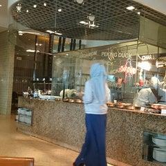Photo taken at Marriott Café by Zulfa N. on 11/7/2014