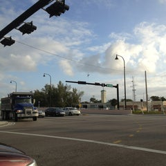 Photo taken at Intersection W Oakland Park Blvd & N Powerline Rd by Frank @. on 1/29/2013