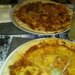 Photo taken at Pizza Jardín by Manuel P. on 3/10/2013