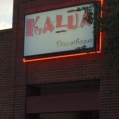 Photo taken at Kalua Discotheque by Jesse L. on 4/11/2014