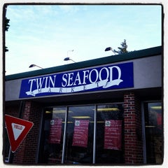 Photo taken at Twin Seafood by Marsh S. on 12/11/2013