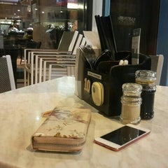 Photo taken at PappaRich by Shuhusna S. on 5/11/2015