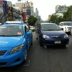 Photo taken at สถานีตำรวจนครบาลพญาไท (Phayathai Police Station) by Tueng A. on 8/7/2013