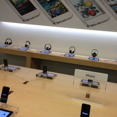 Photo taken at Apple Store, Beverly Center by Oksana B. on 4/29/2013
