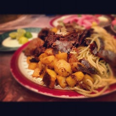 Photo taken at فادان للمأكولات الإندنوسية - fadan restaurant by AhMeD J. Sinan M. on 9/17/2012