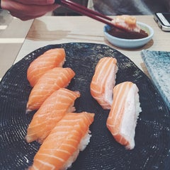 Photo taken at Itacho Sushi 板长寿司 by Zhenwen L. on 5/30/2015