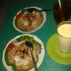 Photo taken at Warung Nasi Gandul & Wedang Punokawan by Wii H. on 10/20/2013