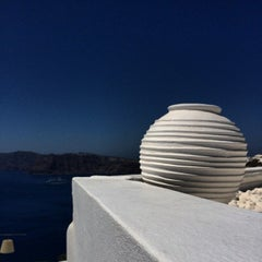 Photo taken at Katikies Hotel Santorini by Евгений С. on 8/18/2014