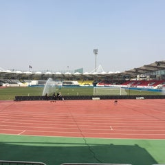 Photo taken at 탄천종합운동장 (Tancheon Sports Complex) by Gyu Pyoung L. on 4/2/2016