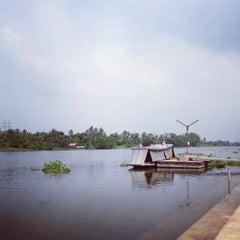 Photo taken at วัดท่าข้าม สามพราน by Piyamith P. on 11/3/2012