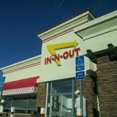 Photo taken at In-N-Out Burger by Joel O. on 10/10/2012