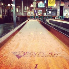 Photo taken at Twain's Brewpub & Billiards by Kevin D. on 12/2/2012