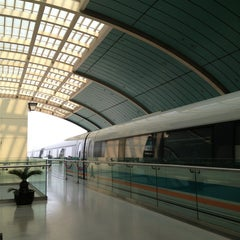 Photo taken at 磁悬浮龙阳路站 Maglev Train Longyang Road Station by Teejay K. on 4/25/2013