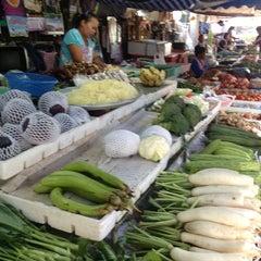 Photo taken at ตลาดสดเมืองทุ่งสง by numfon k. on 2/1/2013