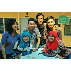 Photo taken at SMA Negeri 5 Surabaya by Detha P. on 10/22/2014