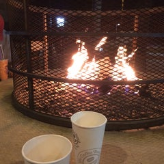 Photo taken at The Coffee Bean & Tea Leaf® by Sean on 4/3/2015