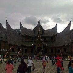 Photo taken at Istano Basa Pagaruyung by iman n. on 7/31/2014