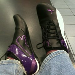 Photo taken at Foot Locker by Joyce B. on 11/21/2012