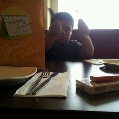 Photo taken at Pizza Hut by Sammy on 9/17/2012