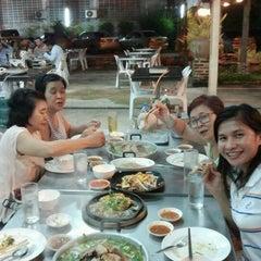 Photo taken at แชมป์ แจ่วฮ้อน-หมูกะทะ by Nithiwadee L. on 10/10/2012