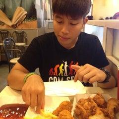 Photo taken at KFC (เคเอฟซี) by Pamzer P. on 3/29/2015