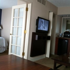 Photo taken at Sheraton Suites Columbus by Karen P. on 4/15/2011