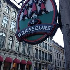 Photo taken at Les 3 Brasseurs by Melanie on 7/13/2013