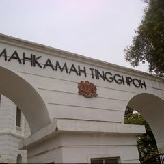 Photo taken at Mahkamah Tinggi Ipoh (High Court) by Aznin A. on 9/18/2012