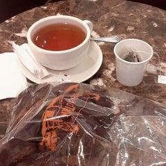 Photo taken at The Coffee Bean & Tea Leaf by Renova S. on 7/14/2014