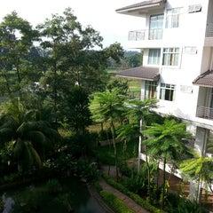 Photo taken at Amansari Residence Resort by Fakhrul Razi H. on 11/18/2013