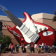 Photo taken at Rock 'N' Roller Coaster Starring Aerosmith by [Princess] on 11/8/2012