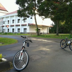 Photo taken at Kantor Walikota Tomohon by Meilany G. on 6/8/2013