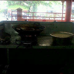 Photo taken at Kedai Mendoan by Muhammad N. on 11/11/2013