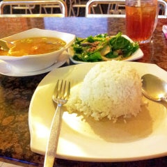 Photo taken at Restaurant Wey Aman Tom Yam by Ladyfaizaleng on 8/23/2014