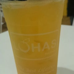 Photo taken at Lohas Tea Shop (Bubble Milk Tea) by TThiam CHai O. on 10/7/2014