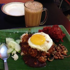 Photo taken at Restoran Nasi Kandar Salam by Chuah San Ling on 10/2/2015
