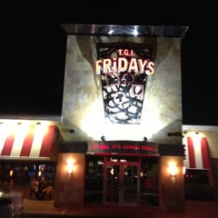 Photo taken at TGI Fridays by Felipe M. on 10/12/2012