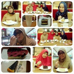 Photo taken at Secret Recipe by eno n. on 10/23/2014