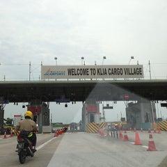 Photo taken at Jabatan Kastam Diraja Malaysia by Jin Tiam L. on 8/23/2013