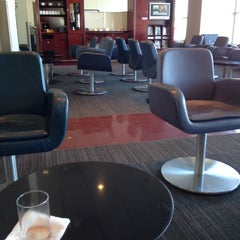 Photo taken at Maple Leaf Lounge (Domestic) by Yang on 11/10/2012