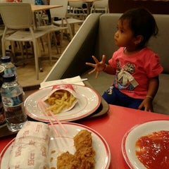 Photo taken at KFC by Princess Dominique N. on 9/19/2014