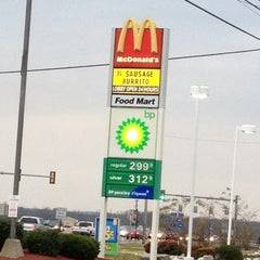 Photo taken at McDonald's by WJ M. on 11/26/2012