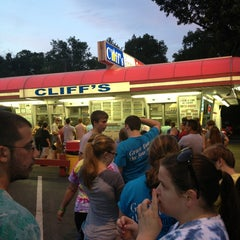 Photo taken at Cliff's Homemade Ice Cream by Edward G. on 7/22/2013