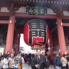 Photo taken at 浅草寺 雷門 (Kaminarimon Gate) by Vincent L. on 4/1/2013