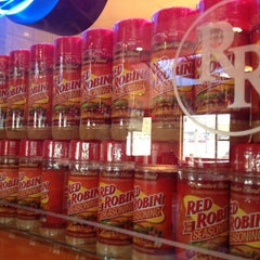 Photo taken at Red Robin Gourmet Burgers by Ben B. on 4/12/2013