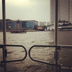 Photo taken at ท่าเรือคลองสาน (Khlong San Pier) by Guifilee on 11/3/2012