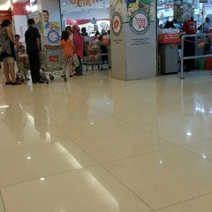 Photo taken at Carrefour by machful a. on 10/17/2015